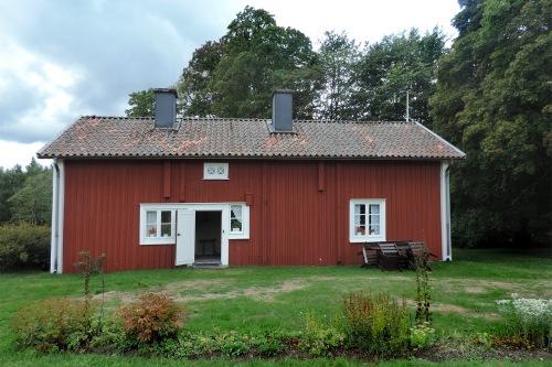 Tiden går fort och vi fick så sakta dra oss till bussen för att åka vidare till Snugge. Där föddes Kristina Nilsson (1843-1921), som blev en mycket känd och berömd operastjärna i hel världen. På plats guidades vi av två trevliga damer, Birgitta och Mona-Greta.